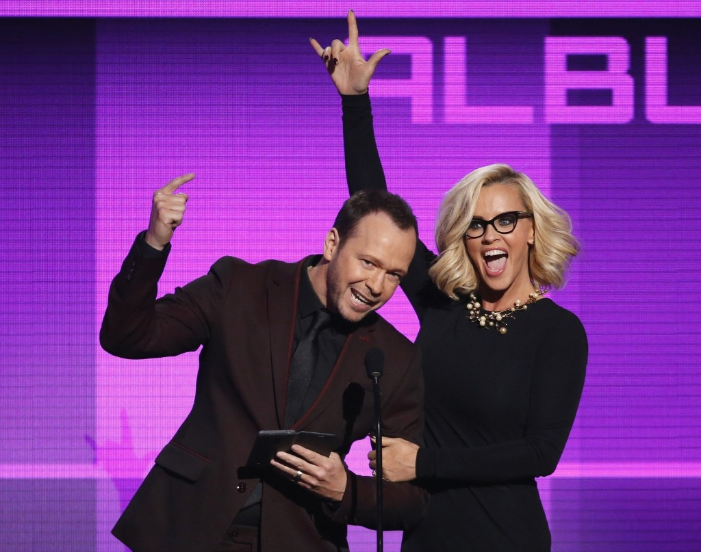 Donnie Wahlberg and Jenny McCarthy present the award for favorite pop/rock album. REUTERS/Mario Anzuoni