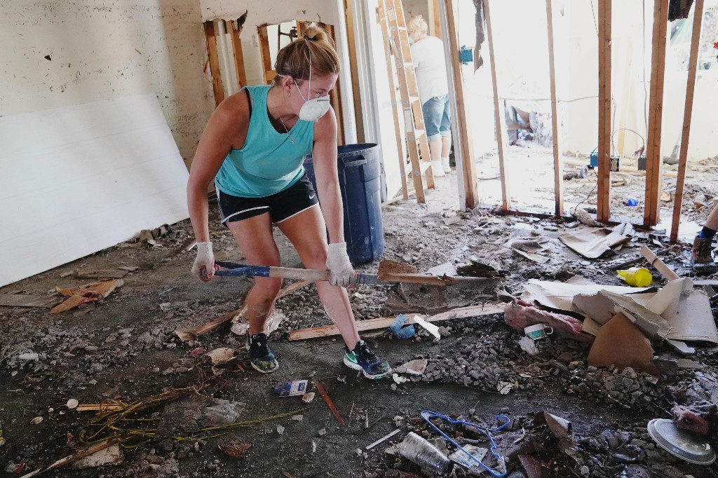 People clean up their house that was destroyed following Hurricane Michael in Mexico Beach, Florida, U.S., October 13, 2018. REUTERS/Carlo Allegri