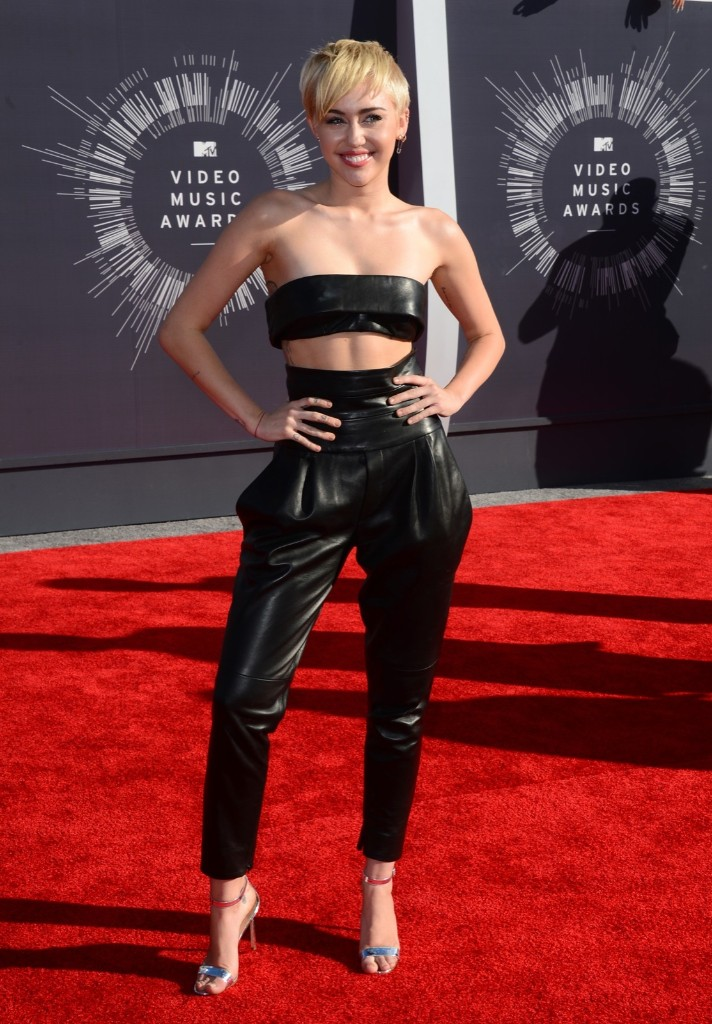 Miley Cyrus arrives. Photo by Jordan Strauss/Invision/AP