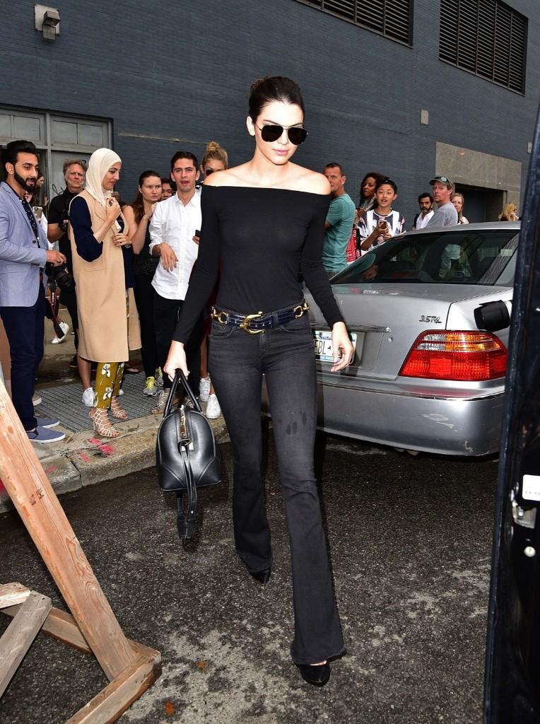 Kendall Jenner walking the streets of Manhattan. James Devaney/GC Images