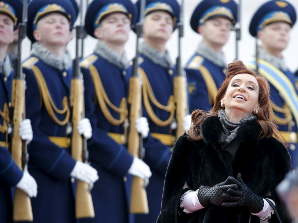 Argentina's President Cristina Fernandez inspects the honour guard during a welcoming ceremony upon her arrival at Moscow's Vnukovo airport. REUTERS/Maxim Shemetov