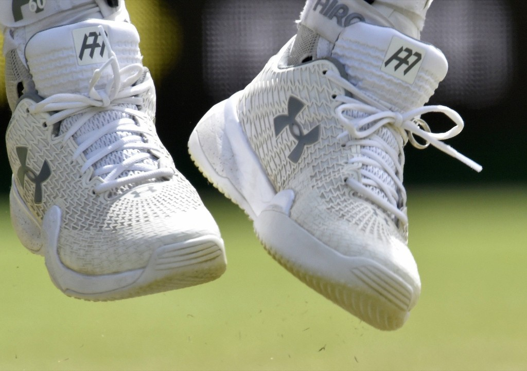 Andy Murray's wedding ring is tied into his shoe laces as he serves during his match against Ivo Karlovic. REUTERS/Toby Melville