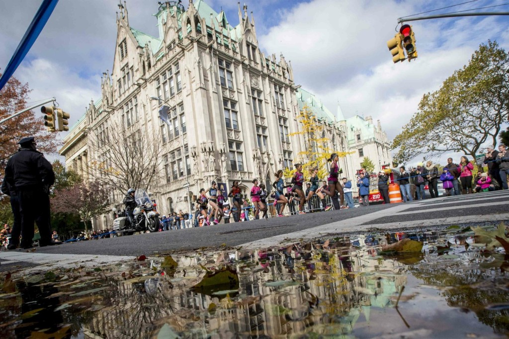 The womens elite runners pass through Brooklyn. REUTERS/Brendan McDermid
