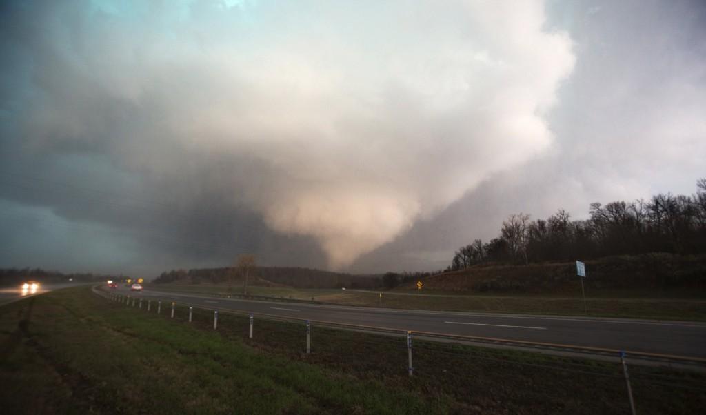 A tornado in Sand Springs, Oklahoma. REUTERS/Jeff Piotrowski