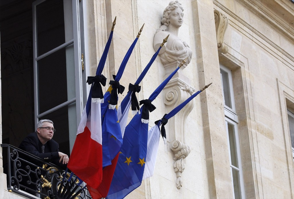 French flags are set at half mast after French president Francois Hollande declared three days of national mourning, at the Elysee Palace in Paris. Thierry Chesnot/Getty Images
