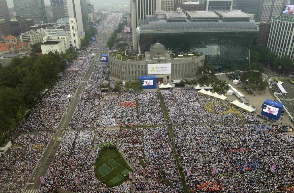 Catholic faithful attend a holy mass led by Pope Francis in front of Seoul City Hall Plaza. REUTERS/Korea Pool/Yonhap