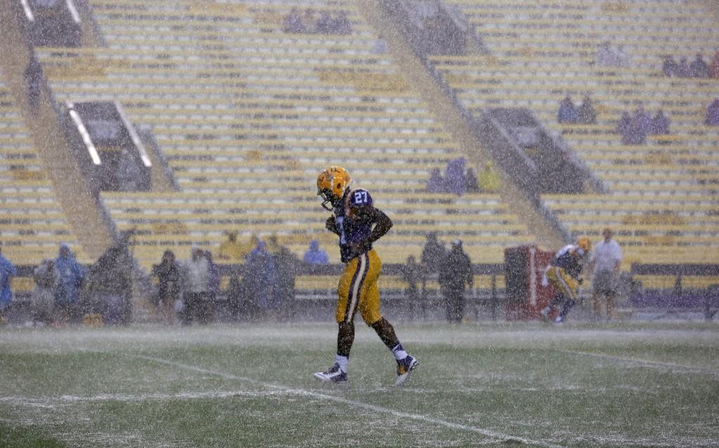 LSU running back Lanard Fournette, brother of Heisman hopeful Leonard, braving the rain before game against Western Kentucky in Baton Rouge, La. AP Photo/Jonathan Bachman