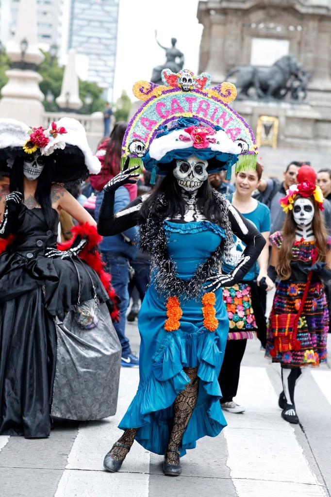 """People dressed up as Catrina, a Mexican character also known as """"The Elegant Death."""" REUTERS/Andres Stapff"""