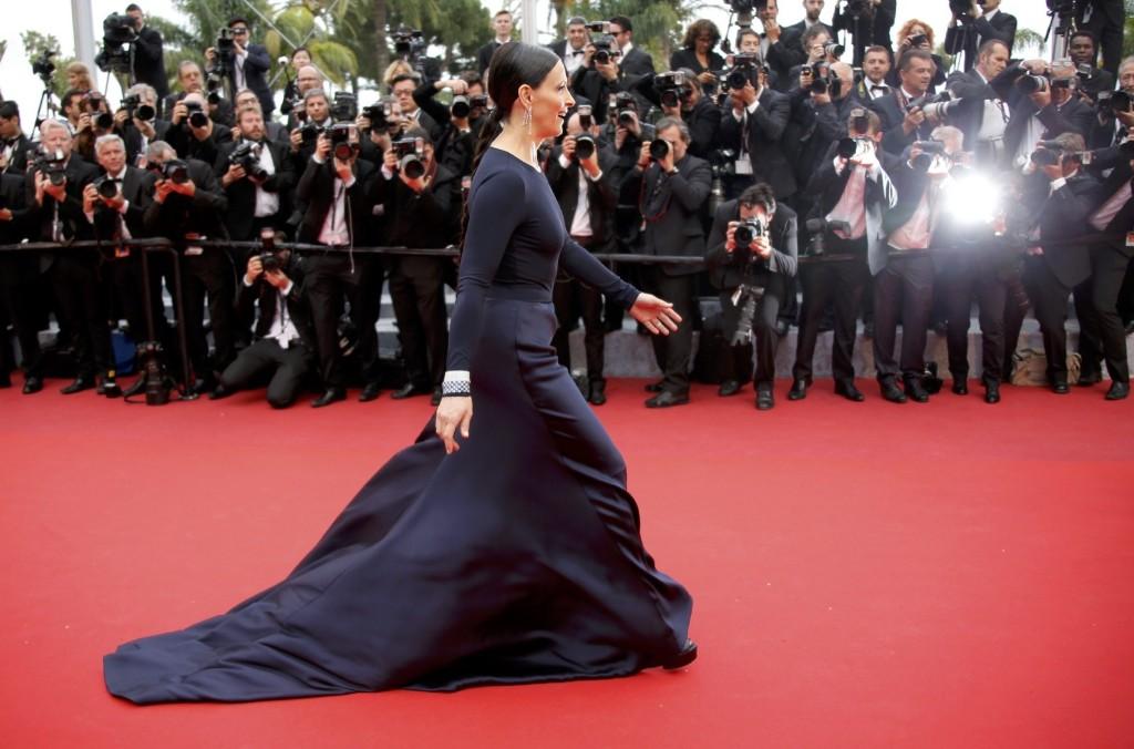 Juliette Binoche on the red carpet. REUTERS/Jean-Paul Pelissier