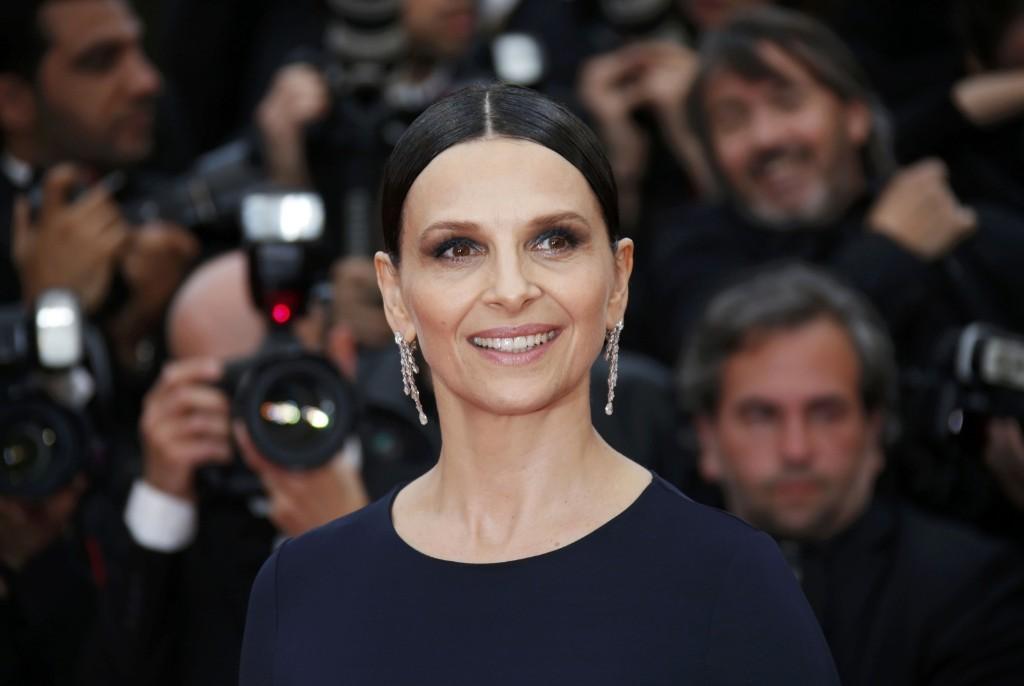 """Juliette Binoche as she arrives for the screening for the film """"Ma loute"""" (Slack Bay). REUTERS/Jean-Paul Pelissier"""