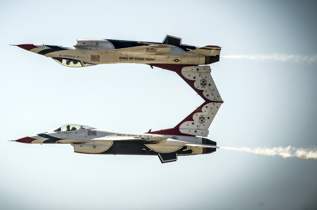 The Thunderbirds perform the calypso pass maneuver in F-16 Fighting Falcon aircraft at Mountain Home Air Force Base, Idaho. REUTERS/US Air Force/Tech. Sgt. Manuel J. Martinez