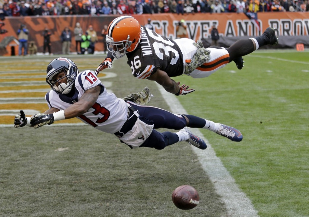 Browns defensive back K'Waun Williams (36) breaks up a pass intended for Texans wide receiver Damaris Johnson. AP Photo/Tony Dejak