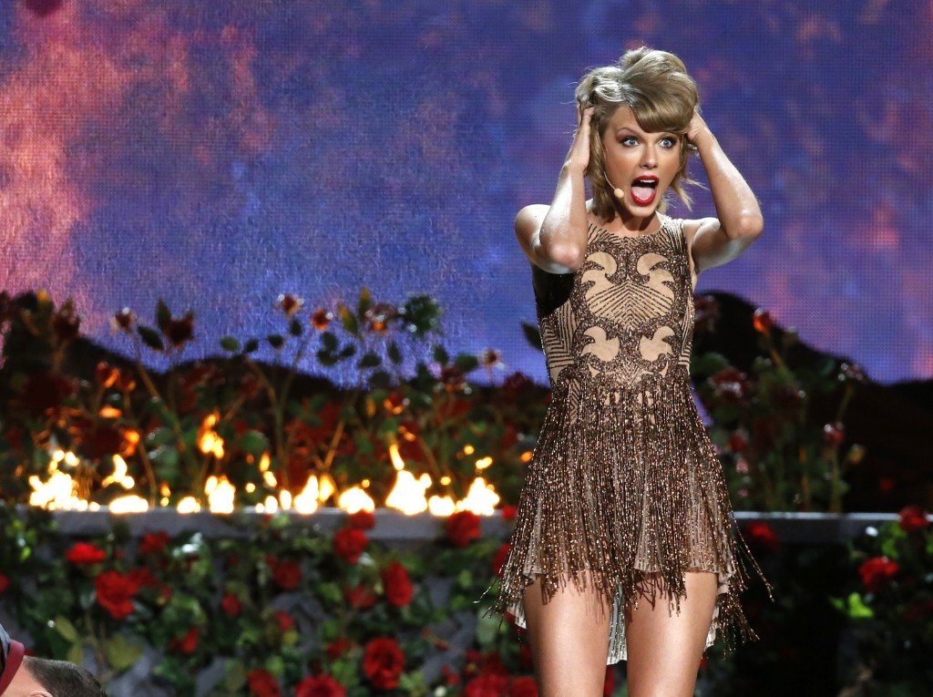 """Taylor Swift performs """"Blank Space"""". REUTERS/Mario Anzuoni"""