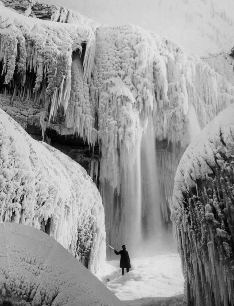 Niagara Falls in winter, circa 1900. Archive Photos/Getty Images