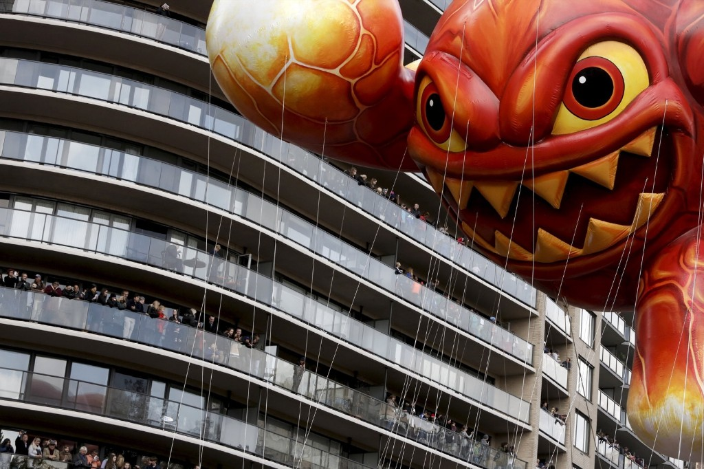 "The ""Skylanders Eruptor"" balloon moves by people on balconies during the 89th Macy's Thanksgiving Day Parade in the Manhattan borough of New York, Thursday. REUTERS/Andrew Kelly"