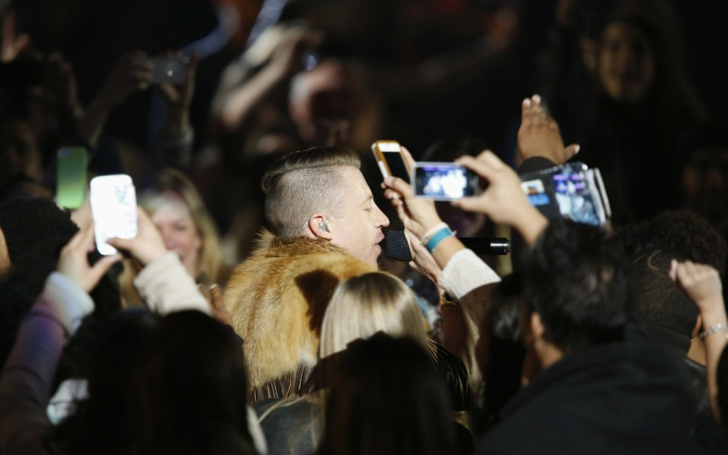 """Macklemore performs """"Thrift Shop"""" at The Grammy Nominations Concert. REUTERS/Mario Anzuoni"""