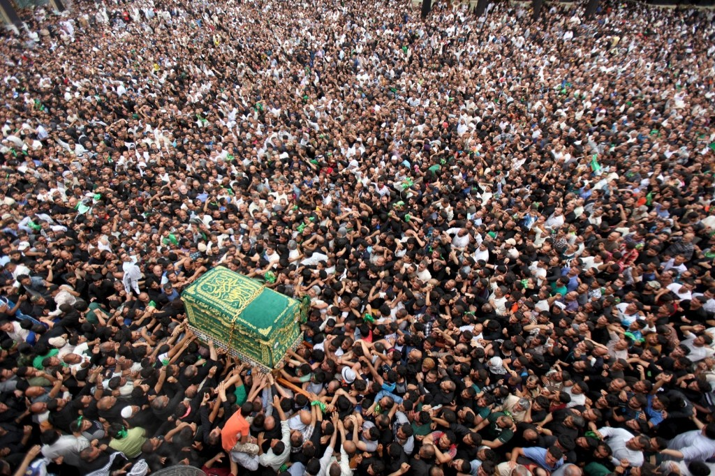 Shi'ite pilgrims carry a mock coffin during a symbolic funeral marking the death anniversary of Imam Moussa al-Kadhim in Baghdad. REUTERS/Stringer