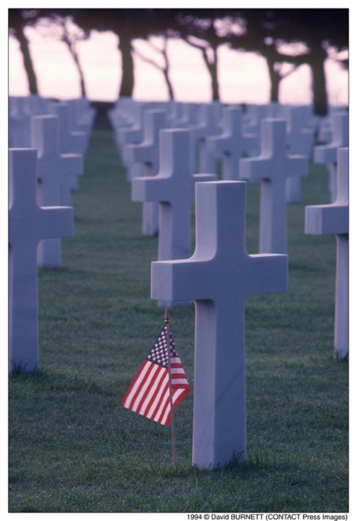 U.S. cemetery, Omaha Beach, Colleville sur Mer, Normandy, 1994. David Burnett/Contact Press Images