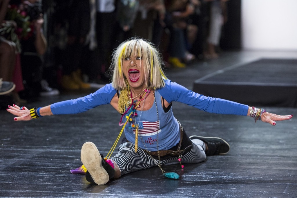 Betsey Johnson does the splits at the end of her Spring/Summer 2016 collection presentation. REUTERS/Andrew Kelly