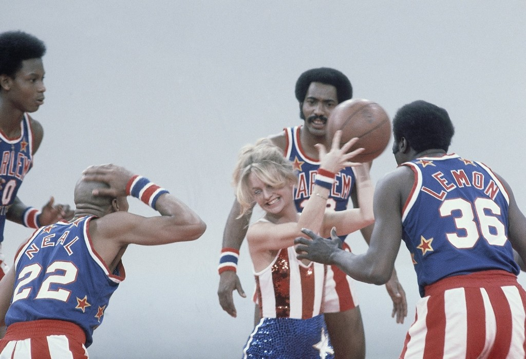 Goldie Hawn plays with Meadowlark Lemon during the Goldie Hawn TV show, 1978. AP Photo/Jeff Robbins