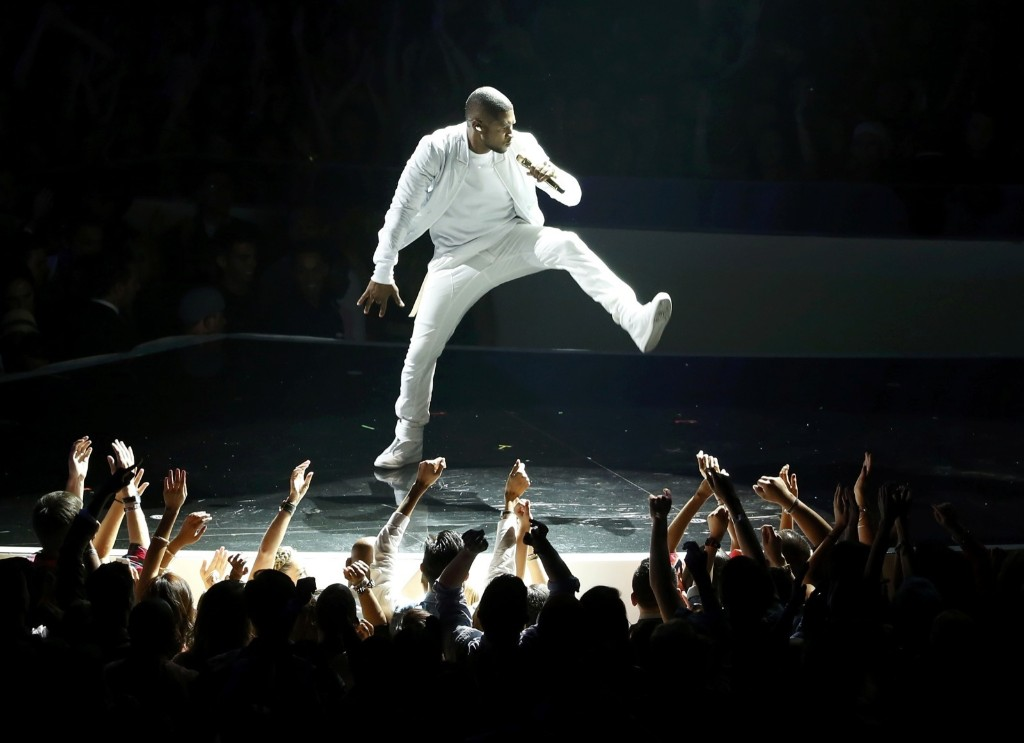 "Usher performs ""She Came to Give It to You"". REUTERS/Lucy Nicholson"