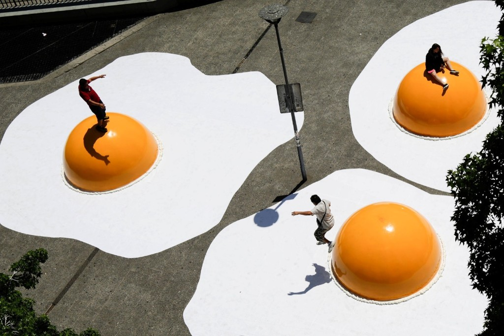 """Giant fried egg art installation, part of """"Hecho en Casa"""" (Made at home) urban artwork festival, in downtown Santiago, Chile. REUTERS/Pablo Sanhueza"""