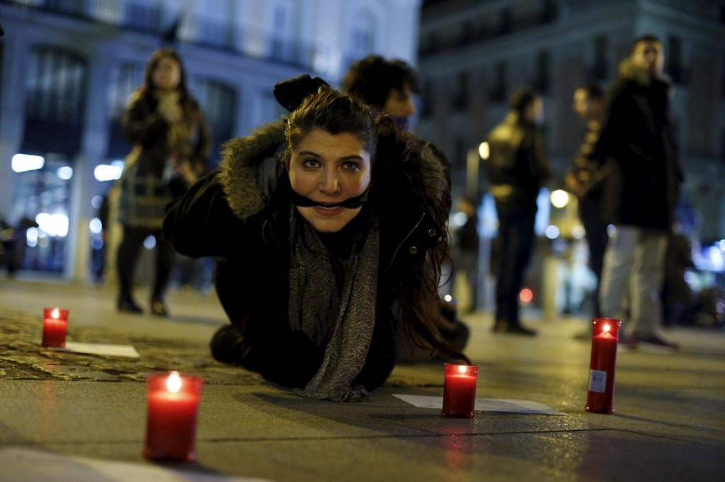 """Protesters rally against the Spanish government's new security law, known as """"Ley Mordaza"""" (""""Gag Law""""), in Madrid. REUTERS/Susana Vera"""