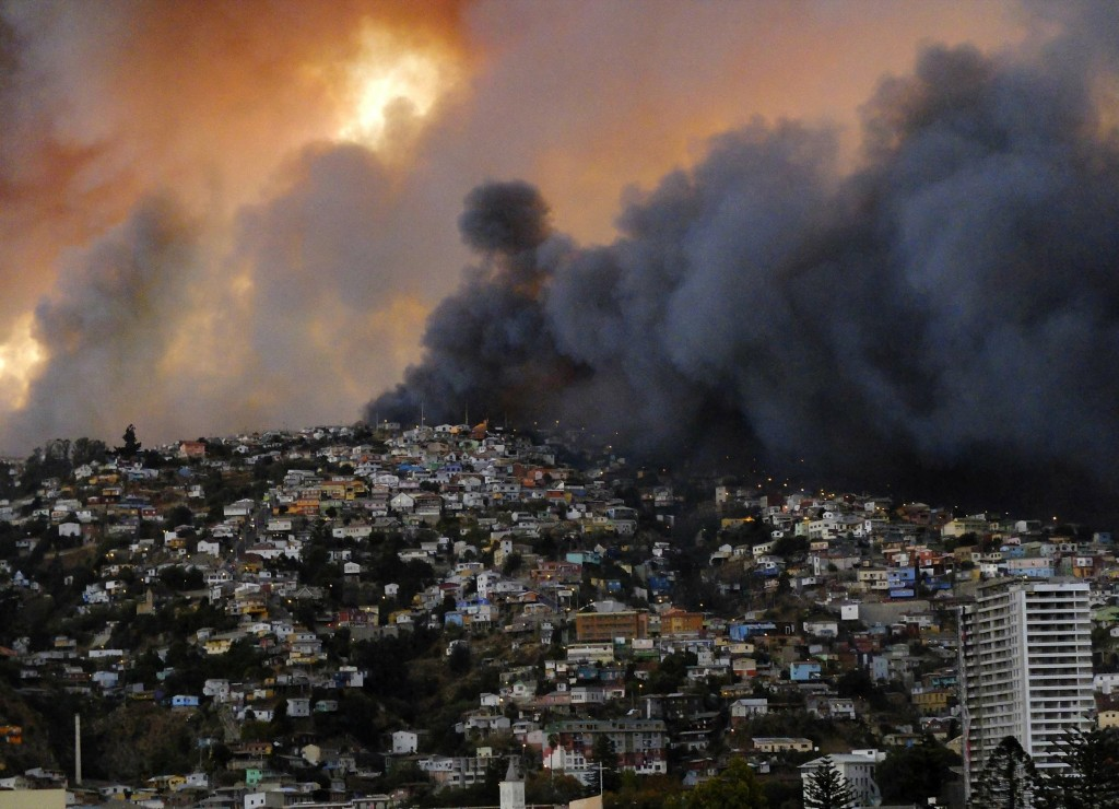 Smoke from a forest fire is seen in Valparaiso, northwest of Santiago, Chile, Saturday. REUTERS/Cesar Pincheira