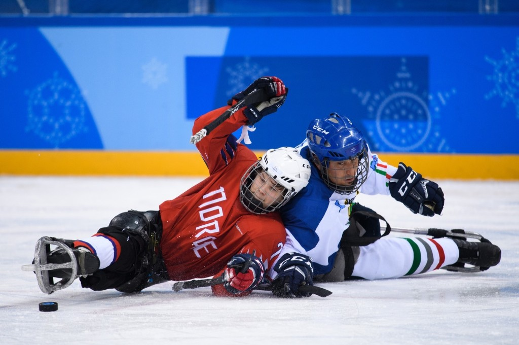 Ola Oiseth of Norway battling Gregory Brian Alexis Leperdi of Italy during the ice hockey preliminary game. Joel Marklund for OIS/IOC