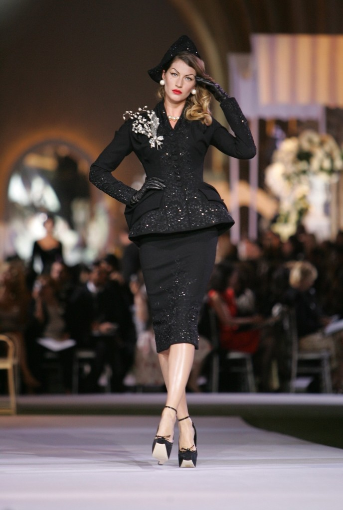 Gisele Bundchen wearing Dior Haute Couture Fall/Winter 2008, July 2, 2007 in Versailles, France. Tony Barson/WireImage
