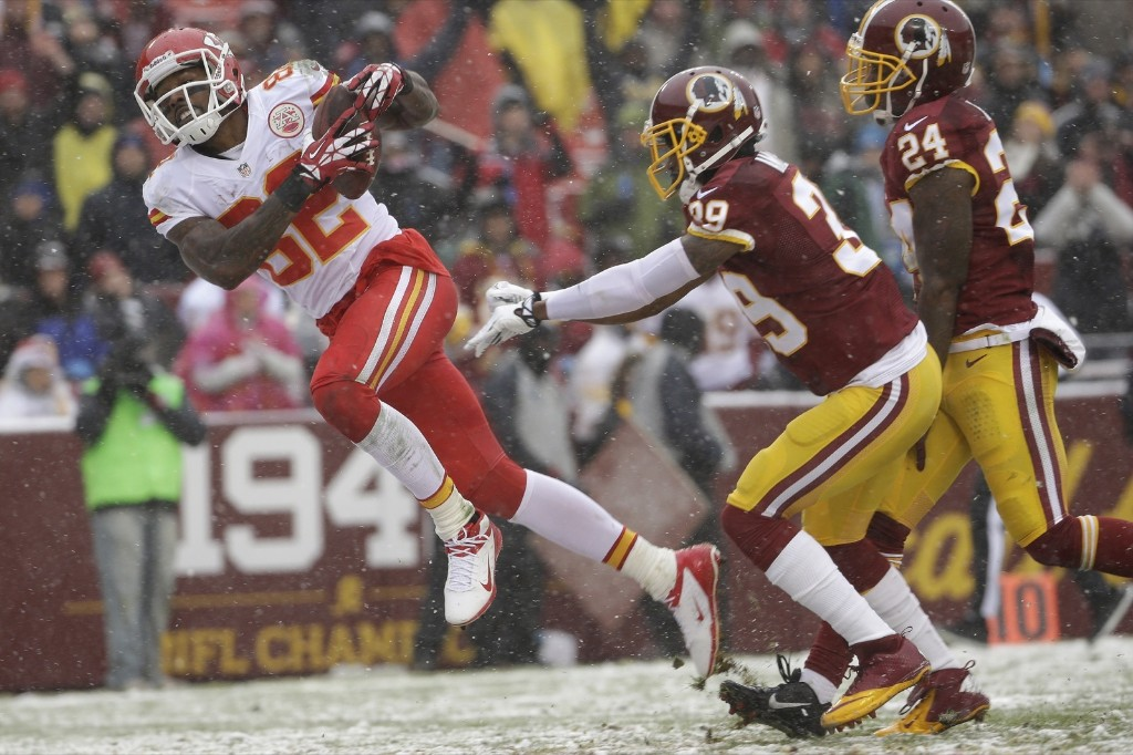 Chiefs wide receiver Dwayne Bowe eludes Redskins free safety David Amerson to score touchdown. AP Photo/Pablo Martinez Monsivais