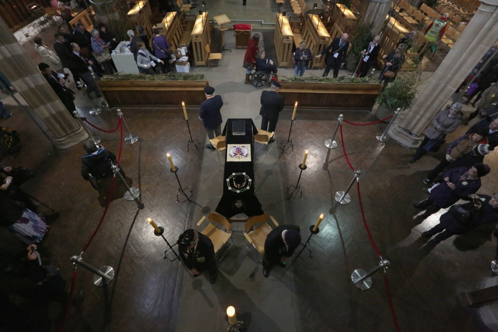 Honour guards stand by the coffin of King Richard III as the public view it in repose inside Leicester Cathedral. Christopher Furlong/Getty Images