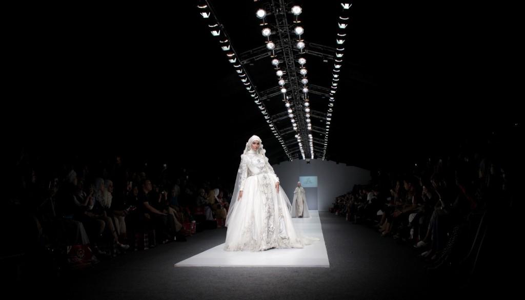 A model presents a creation by Indonesian designer Ayu Dyah Andari during Jakarta Fashion Week. EPA/ADI WEDA