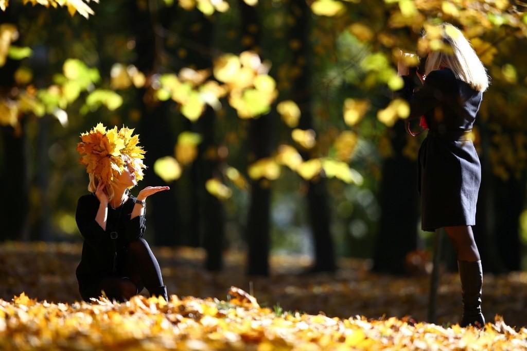 Women enjoy an autumn day in Central Park in Minsk. REUTERS/Vasily Fedosenko