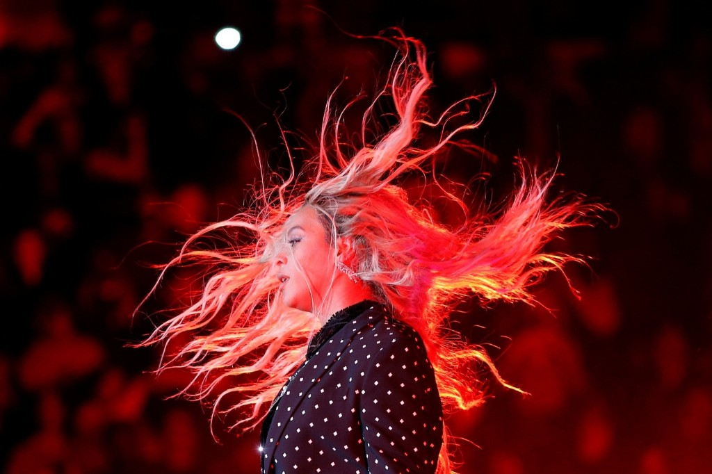 Beyonce performs at a campaign concert for Hillary Clinton in Cleveland. REUTERS/Brian Snyder