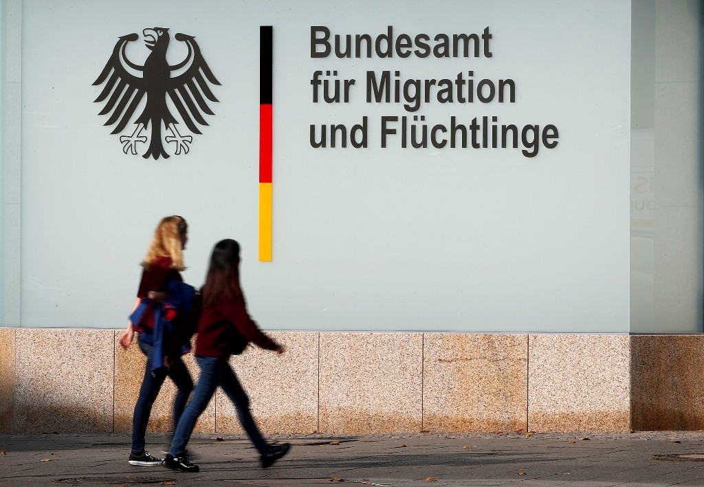 German prosecutors investigate official for approving false asylum claims