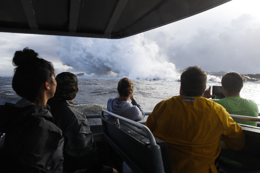 Hawaii volcano boat tours continue after lava injuries