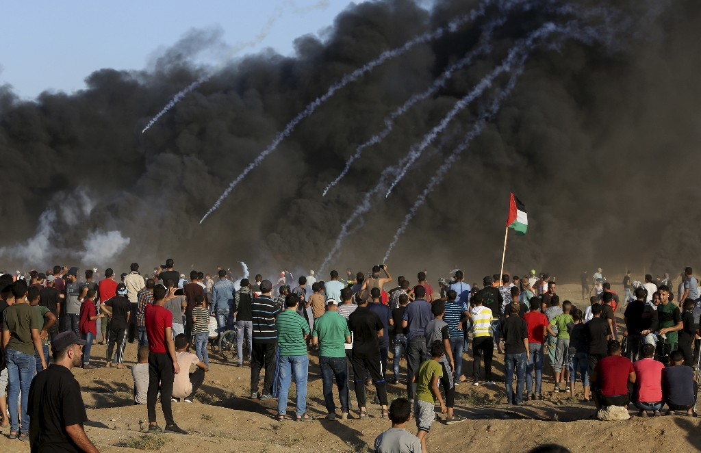 Gaza officials say Palestinian killed at border protest