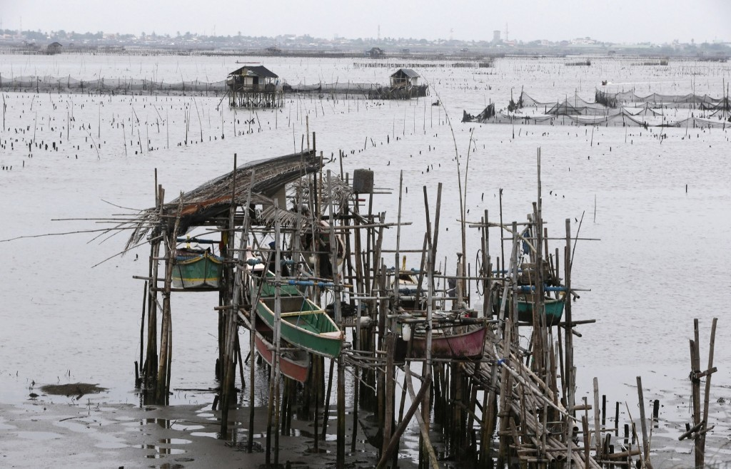 Fishermen secure their boats in anticipation of the arrival of Typhoon Haiyan near Manila Bay, Friday. REUTERS/Erik De Castro
