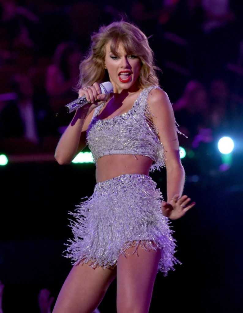 Taylor Swift performs. Photo by Kevin Winter/Getty Images for MTV