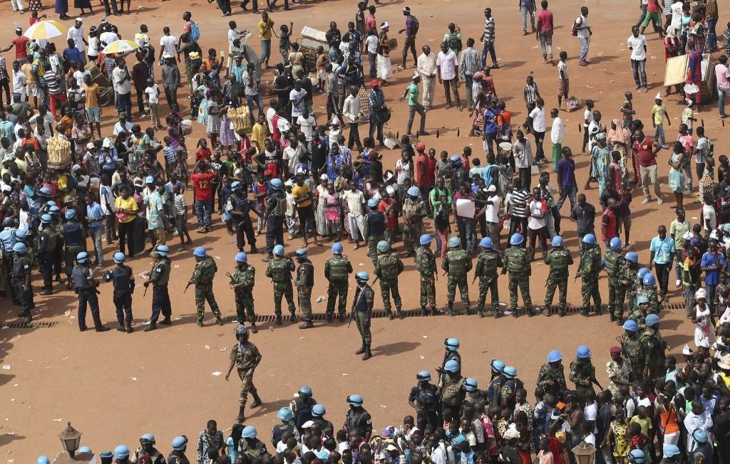 Il Papa apre la Porta Santa a  Bangui.