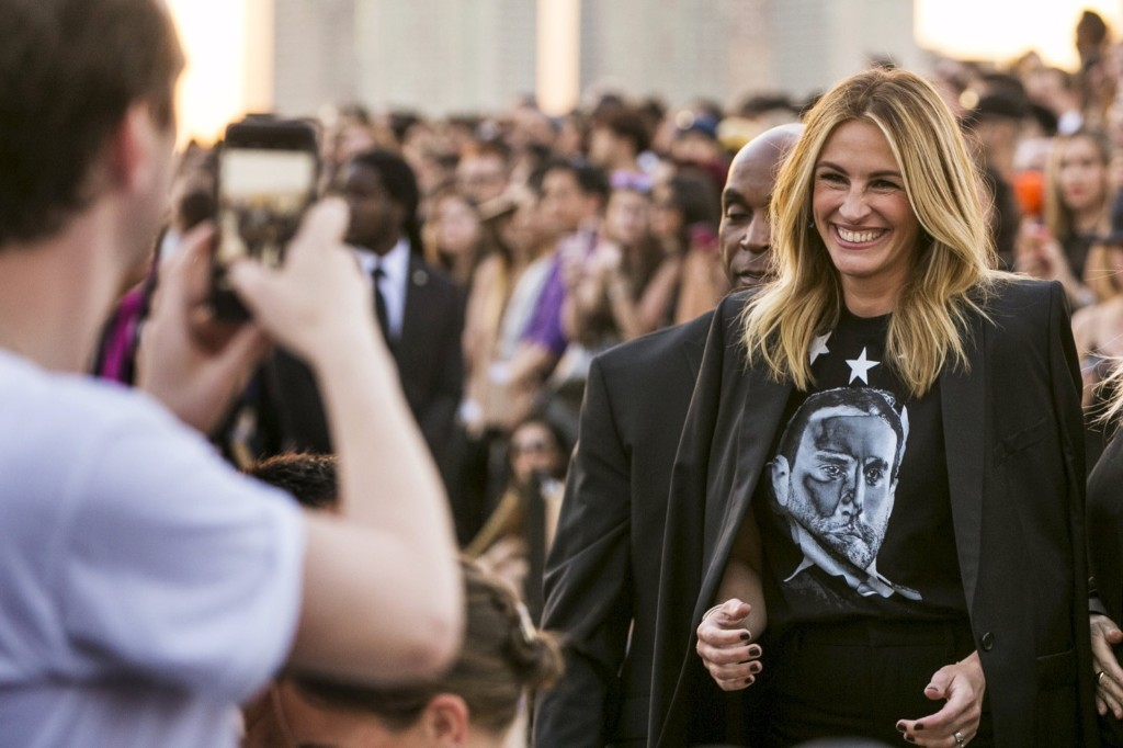 Julia Roberts greets attendees as she arrives for a presentation of the Givenchy Spring/Summer 2016 collection. REUTERS/Lucas Jackson