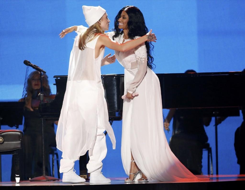 "Skylar Grey and Nicki Minaj embrace after performing ""Bed of Lies"". REUTERS/Mario Anzuoni"