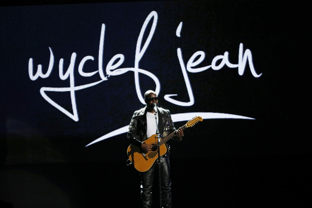 Wyclef Jean performs a medley. REUTERS/Mario Anzuoni