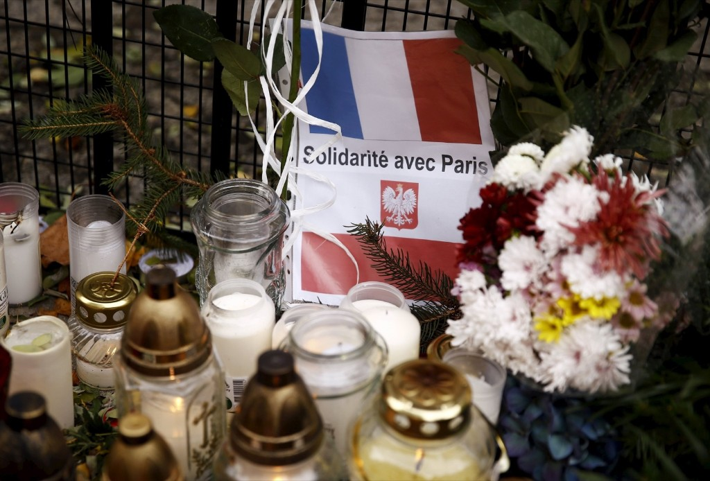Candles and flowers in front of the French embassy in Warsaw. REUTERS/Kacper Pempel