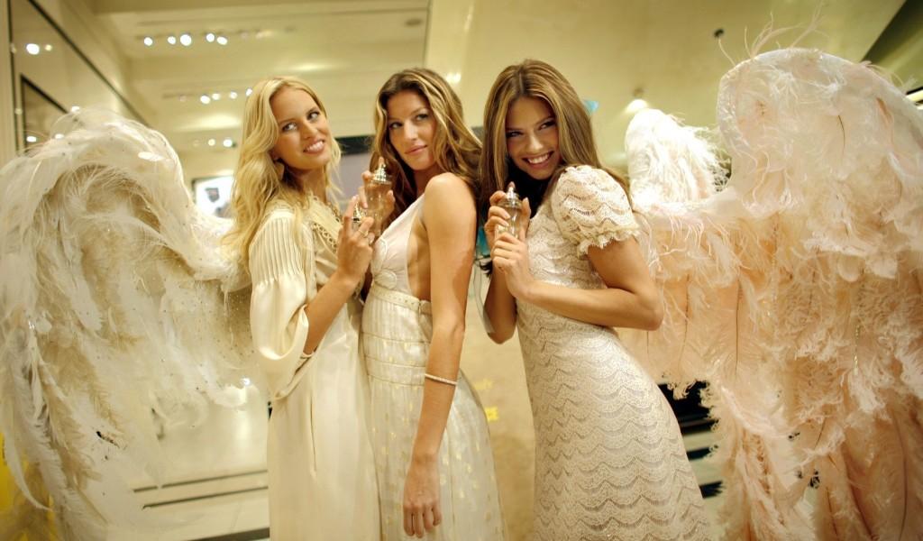 Supermodels Karolina Kurkova, Gisele Bundchen and Adriana Lima model self-designed angel wings at a promotional event at Victoria's Secret, May 10, 2006, in New York. AP Photo/Jason DeCrow