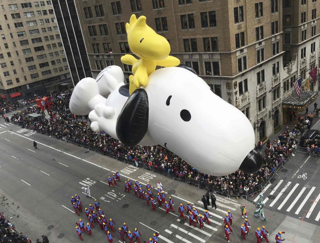 "A float depicting the animated ""Peanuts"" characters Snoopy and Woodstock proceeds along 6th Ave as spectators watch from buildings during the 89th Macy's Thanksgiving Day Parade in the Manhattan borough of New York, Thursday. REUTERS/Carlo Allegri"