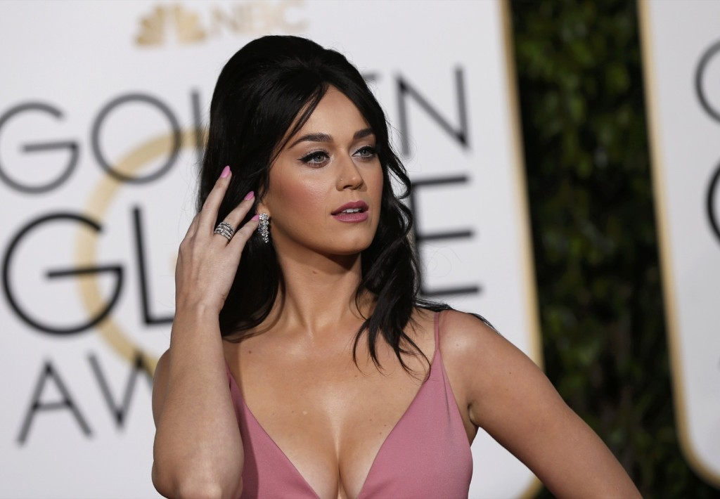 Katy Perry arrives at the Globes. REUTERS/Mario Anzuoni