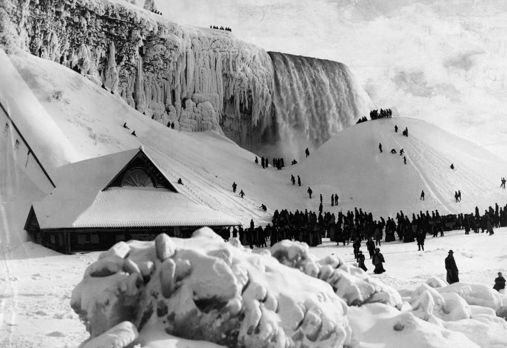Niagara Falls frozen over in winter, circa 1900. Archive Photos/Getty Images