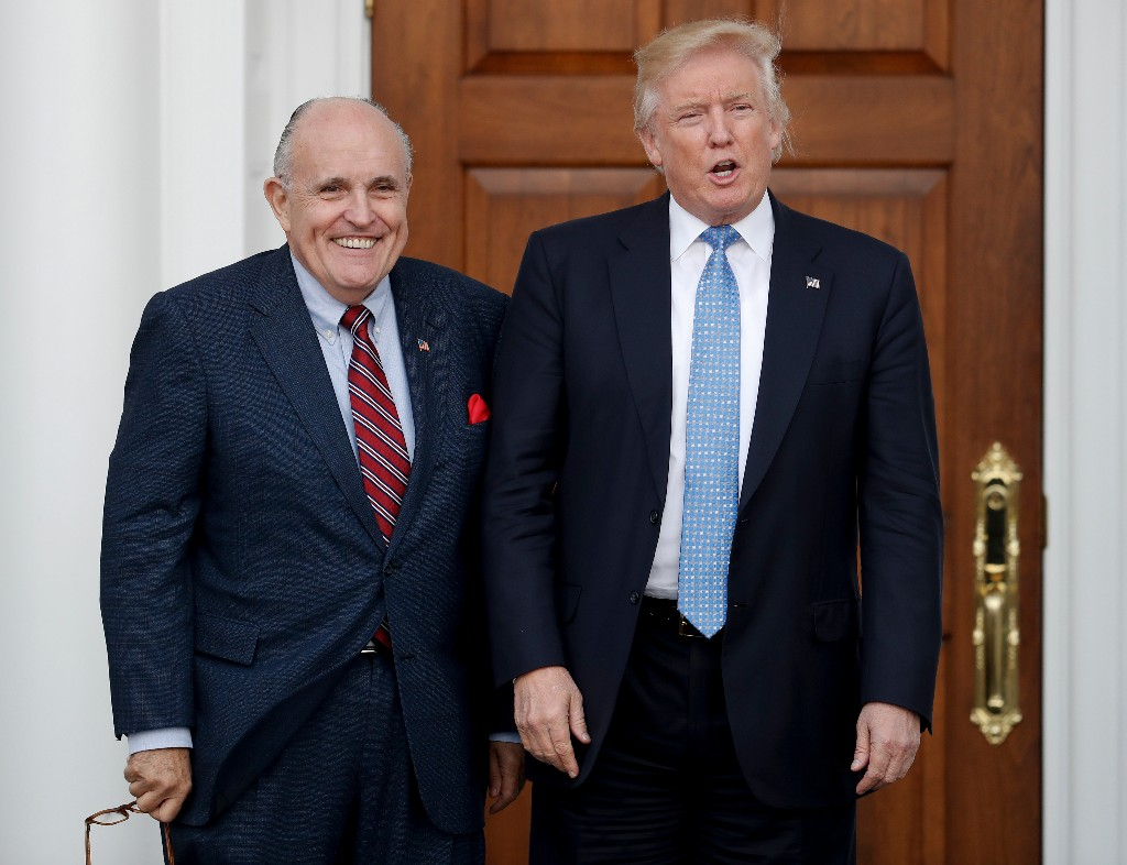 Trump legal team in Russia probe gets Rudy Giuliani